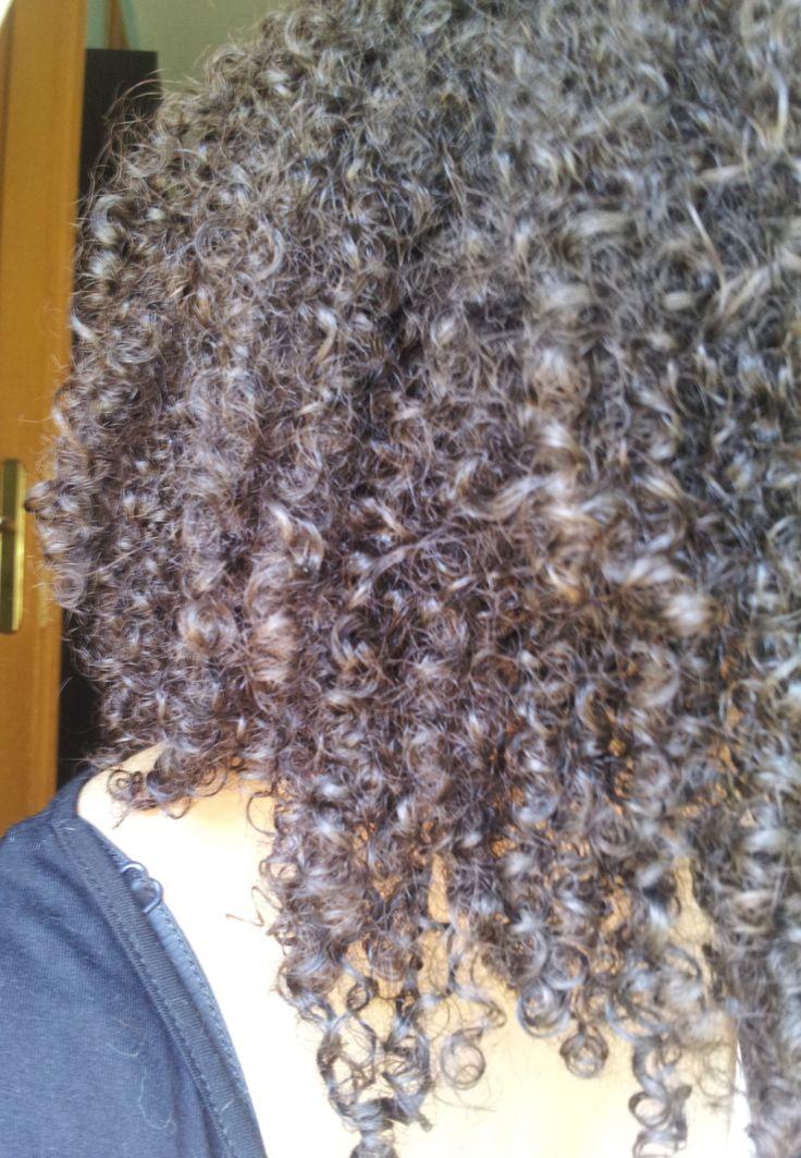 Hello les Biotys!!! Il y a un mois et demi environ, j'ai voulu tester le curcuma en poudre sur mes cheveux. Le curcuma s'utilise beaucoup dans la cuisine mais il peut également s'…