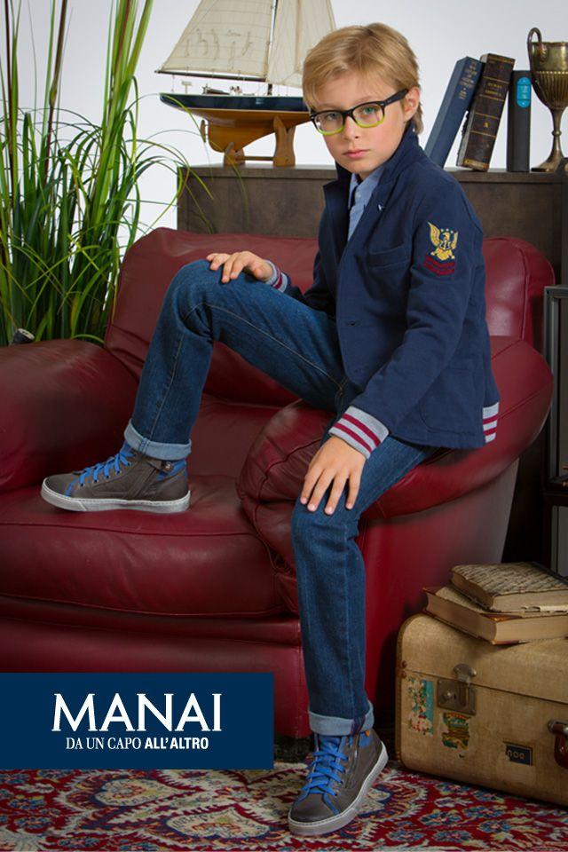 """London Calling Manai! Eleganza dal sapore londinese per moderni """"Royal Guys"""".  Blazer in felpa impreziosito da costine su polsi e schiena, perfetto per un pomeriggio di svago.. #Manai #abbigliamentobambinionline #abbigliamentobimba #abbigliamentobimbi #abbigliamentoneonato #DaUnCapoAllAltro"""
