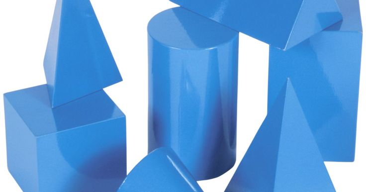 Cómo crear moldes de plástico. La formación al vacío, o termoformado, es el proceso de crear moldes de plástico. El plástico viene en forma de hojas delgadas y cuando se calienta permite crear fácilmente la forma de cualquier objeto en que lo quieras moldear. Hay variedades de máquinas de termoformado, desde pequeñas de aproximadamente US$100, a máquinas industriales más ...