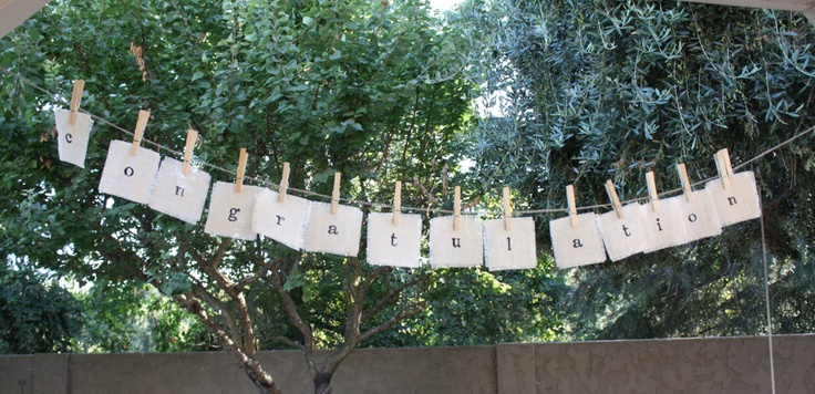 decoratie-idee: slinger van letters aan een lijntje met knijpers