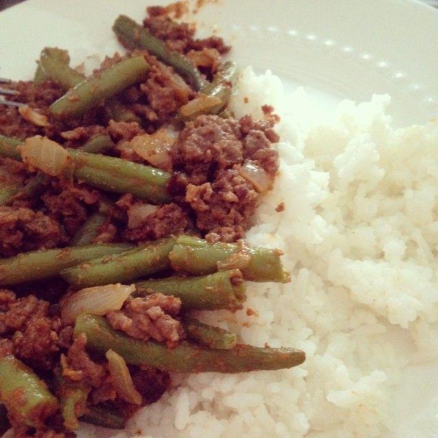 Recept Hete boontjes met sperziebonen en pindakaas en rijst, en een tikkeltje sambal. Makkelijk, gezond en goedkoop