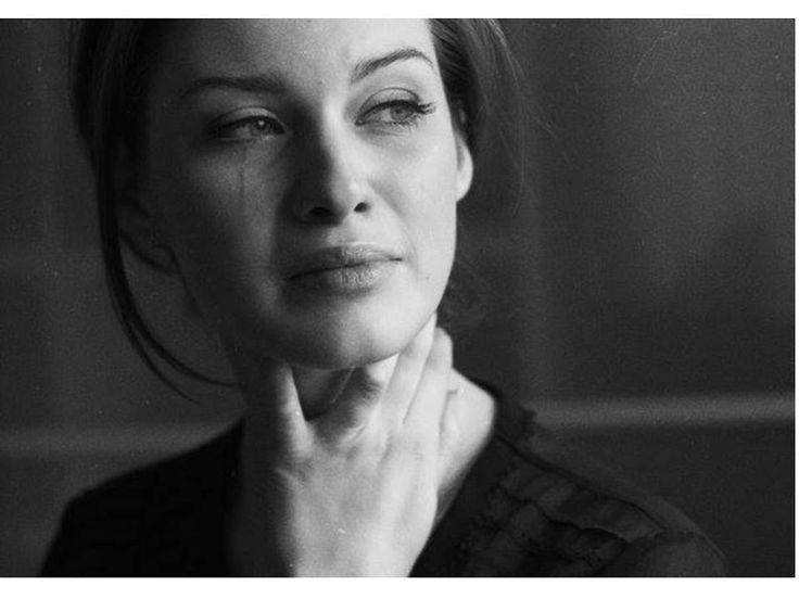 """2)""""Pensavo che dopo che mia madre l'avesse scoperto tutto sarebbe finito... Invece passò qualche giorno e lui riprese a toccarmi."""""""