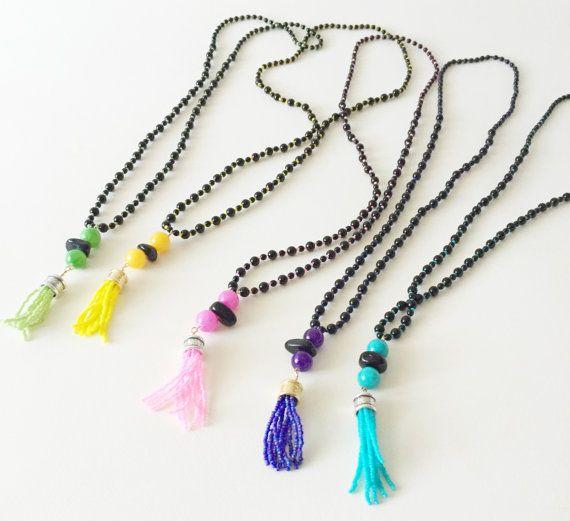 Collana in vetro nero di boemia e nappina di perline di Ebbijoux