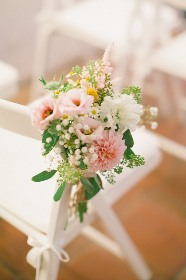 Sweet pink and daisy ceremony decorations.
