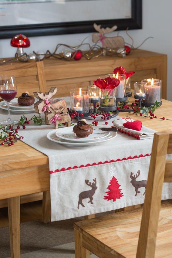 Moment de partage, bien-être chez soi... le rouge donne à vos décorations de Noël une touche chaleureuse qui crée cette ambiance unique de fête. Une table de fête réussie !