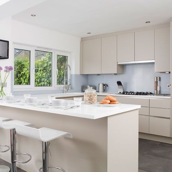 Modern kitchen in soft grey | Kitchen-diner | PHOTO GALLERY | Ideal Home | Housetohome.co.uk