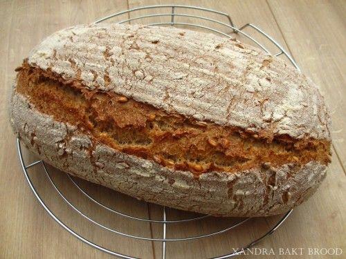 Speltbrood met speltkorrels, recept, zelf maken, bakken, oven, ontbijt, lunch, brunch, tussendoortje, bijgerecht, onderweg, hele graankorrels.