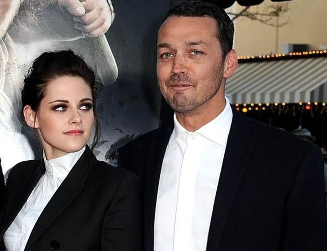 http://www.hindustantimes.com/Entertainment/Tabloid/Kristen-Stewart-cheats-apologises-gets-mocked-on-Twitter/Article1-895965.aspx#: Break Dawn, Robert Pattinson, Kristen Stewart, Rupert Sander, Princesses, Families, Caught Cheat, Actresses, Snow White