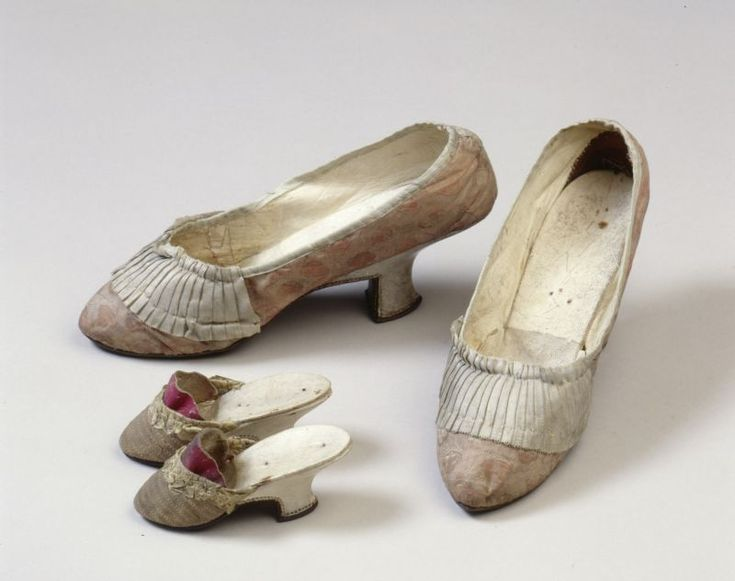 Shoes (child's mules, and female adult heeled shoes), 1760, Germanischen Nationalmuseum Nürnberg   Objektkatalog