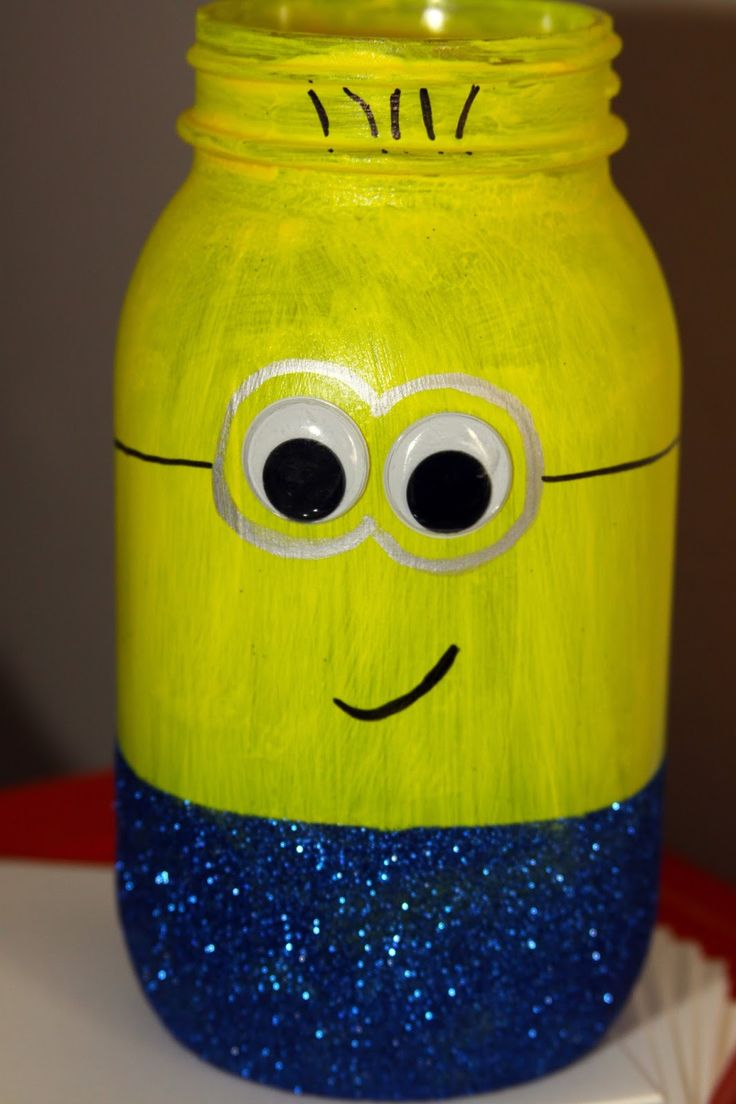 DIY Glitter Painted Minion Mason Jar Craft #minions