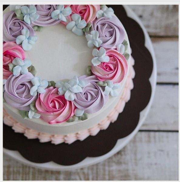 Cake Decorating Cream Flowers : Best 25+ Buttercream flower cake ideas on Pinterest ...