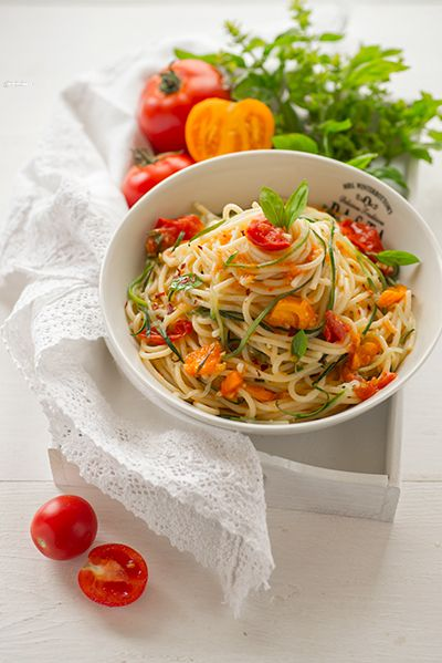 "Спагетти с помидорами и ""лапшой"" из цуккини"