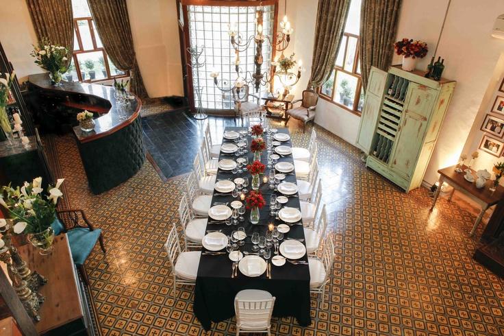 Y nuestro montaje favorito: la mesa imperial. Un clásico, permite lucir el lugar en toda su magnitud.