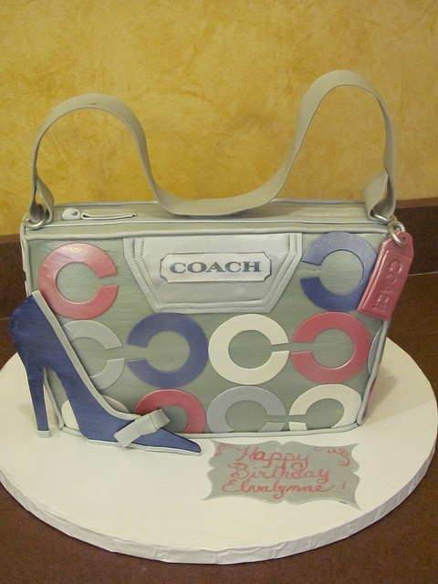 Coach and shoe bag by Adelaide's Cakes.