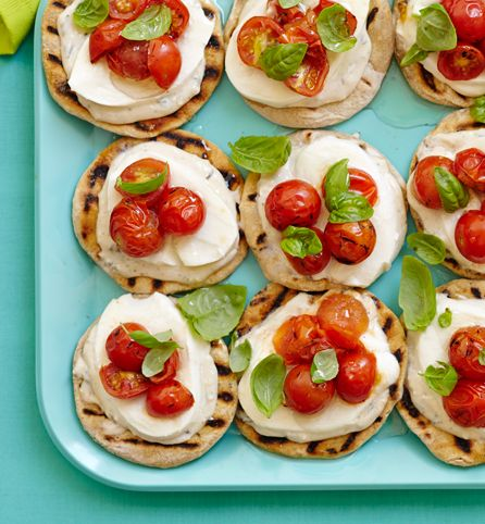 really yummy app idea @kroger: Tomatoes Flatbread, App Ideas, Appetizers Recipes, Easy, Parties Appetizers, Flatbread Tomatoes, Grilled Tomatoes, Avocado Tomatoes, Summer Tomatoes