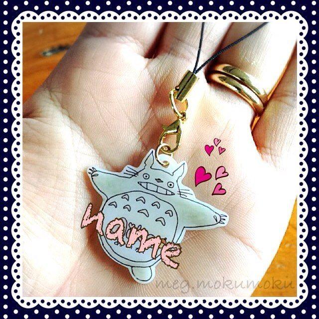 Good morning! I've made Totoro bag charm for my daughter Everyone loves Totoro, right?  #handmade #diy #craft #shrinkplastic #shrinkydinks #charms #keychain #bagcharm #totoro #ghibli #school #kids #boy #girl #happy #love #smile  #geelong  娘用の名前入りキーホルダーキーホルダー?ストラップ?カバンに付けるチャーム?なに??(笑)娘から「トトロは緑じゃないし」と指摘頂き、、母的には緑がかったグレーを意識して着色したんだぜ〜指摘はありましたが、とても喜んでくれました さて、お出かけお出かけ〜〜☺️ #ハンドメイド #クラフト #プラバン #プラ板 #キーホルダー #ストラップ #名前入り #プラバンアクセサリー #トトロ #ジブリ #子供 #愛