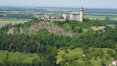Na Kunětické hoře, Rumburakově hradu, je zakopán poklad opatovických mnichů