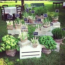 Tableau mariage piante aromatiche con cassette di legno shabby