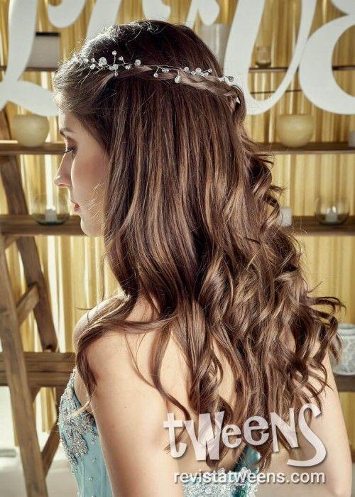 Peinado de quince años suelto con ondas y tiara – #peinadosde15 #peinadosparafi…