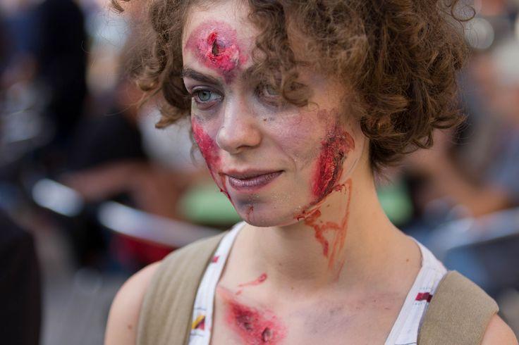 https://flic.kr/p/YNS6fY   Zombie Walk - Revolutions!   Esplanade de la Grande-Côte, Lyon