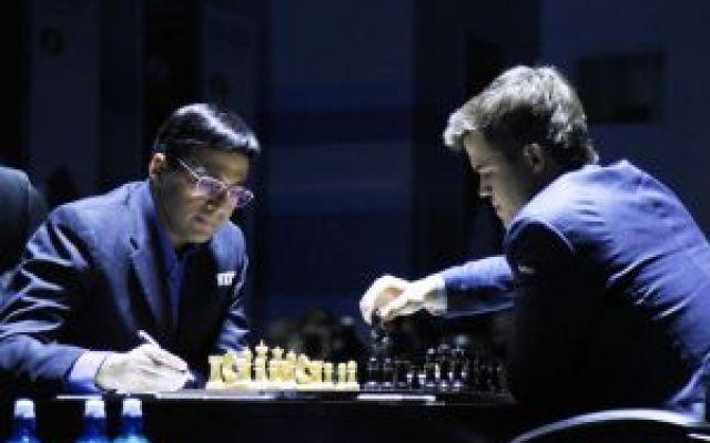 Mondiale Scacchi, Carlsen subito in vantaggio, Anand prigioniero delle sue paure #mondialescacchi #anand #carlsen