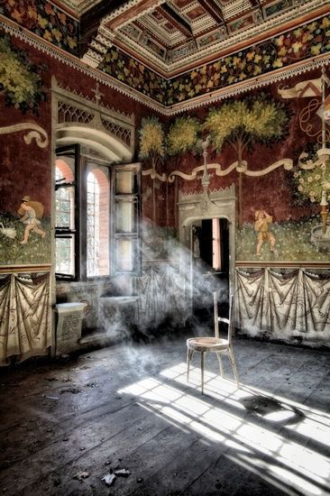 abandoned castles italy | An abandoned castle in Italy. | CAUGHT BY THE WINDOW