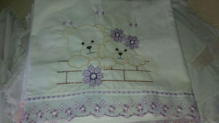 http://img.elo7.com.br/product/original/14BEC04/jogo-lencol-berco-americano-lilas-ursas-jogo-lencol-rosa-bordado-nome-bebe-coroa-rosa.jpg