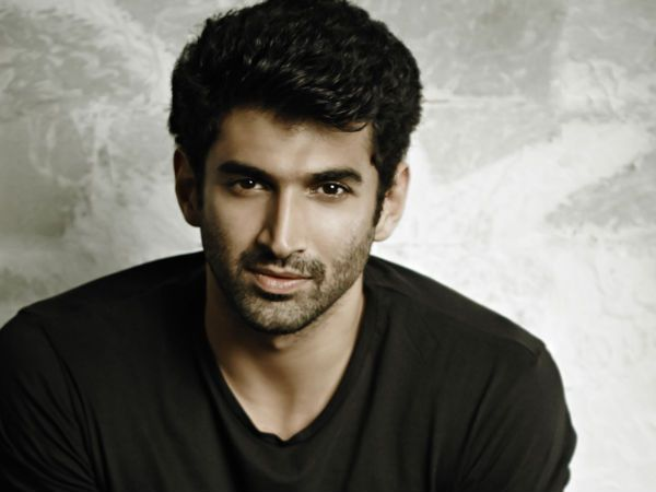 Aditya Roy Kapur reacts to the recent controversy of 'Ae Dil Hai Mushkil' related to late singer Mohammad Rafi, and it makes a lot of sense.
