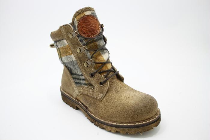 Half hoge gevoerde veterschoen, kaki suede met geruiten stof. Van het merk Momino €189,95