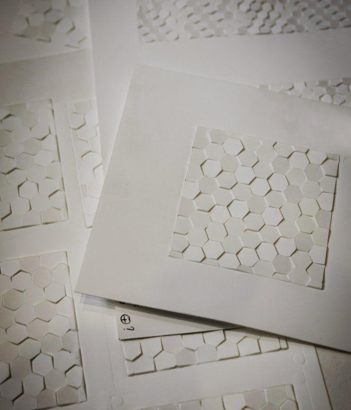 Guerlain Ruche impériale - Créanog, Studio de création, Bureau de fabrication, Atelier de gaufrage et marquage à chaud à Paris