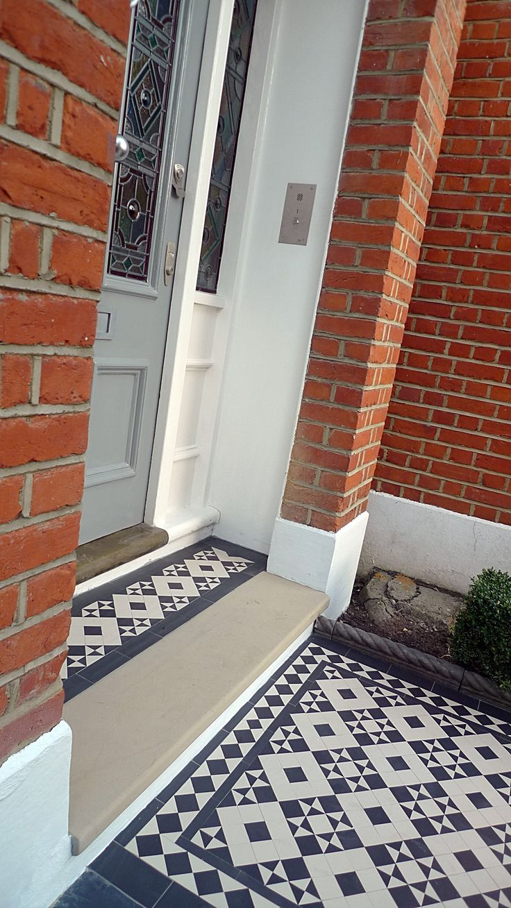 victorian black and white mosaic tile path battersea York stone rope edge buxus london front garden Very neat transition to front door porch : door stepping - Pezcame.Com
