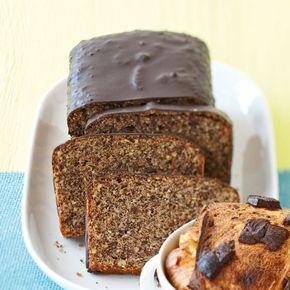 Der Schokoladen-Nuss-Kuchen ist ein Klassiker aus Tirol und schmeckt besonders gut mit einem Klecks geschlagener Sahne.
