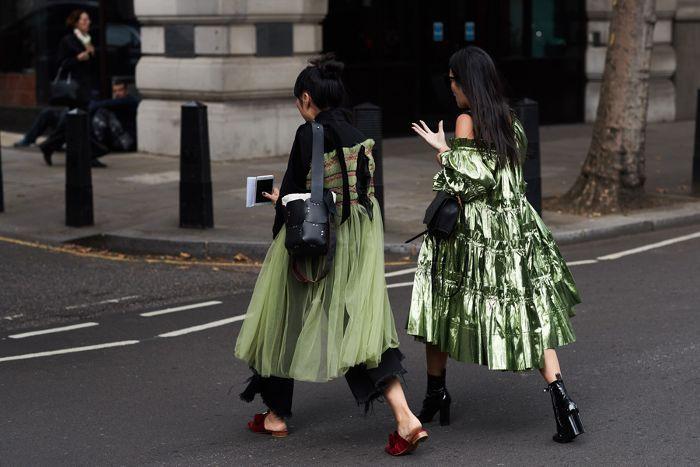 The Best Of London Fashion Week Street Style Via Whowhatwearau Clothing Inspo Pinterest