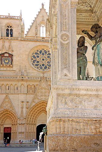 le baptême de Christ. fontaine devant la cathédrale Saint Jean. Lyon. Rhône-Alpes
