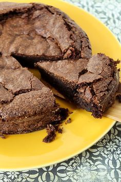Parece uma musse quando você coloca na forma...textura leve das claras em neve! O bolo de chocolate com farinha de arroz não tem nada de gluten.