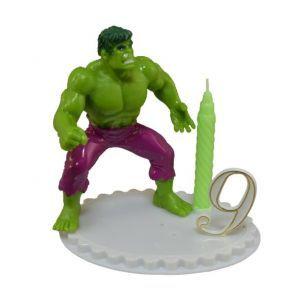 Bougie anniversaire enfant avec figurine Avengers 11 cm en cadeau ! Raffinée et élégante cette bougie d'anniversaire représentant les super héros Avengers va combler de bonheur votre enfant pour son goûter d'anniversaire. La figurine est détachable et fera office de jouet...Le top !