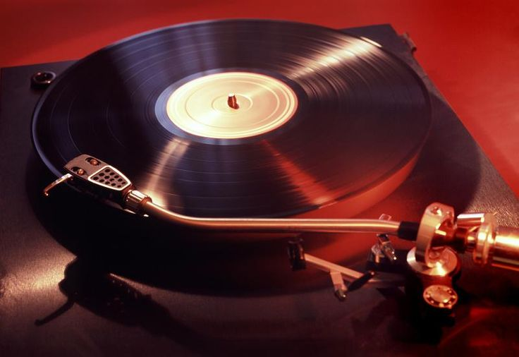 a turntable playing an LP record - free stock photo from www.freeimages.co.uk