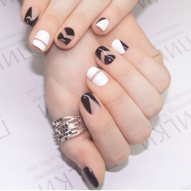 Manicure black and white geometry