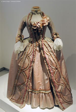 Marie Antoinette (2006) gown worn by Kirsten Dunst - dress design: Milena Canonero