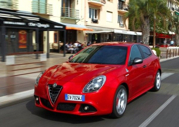 2014 Alfa Romeo Giulietta Quadrifoglio Verde Reds front angle photo
