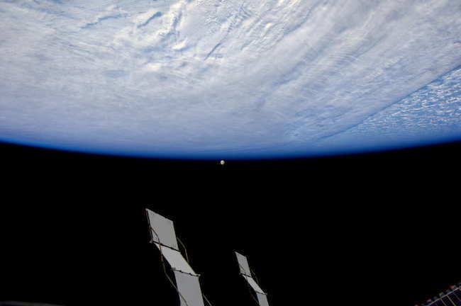 The Moon In Another Perspective 30 Stunning Pictures Of Earth Taken From Space • Page 4 of 6 • BoredBug
