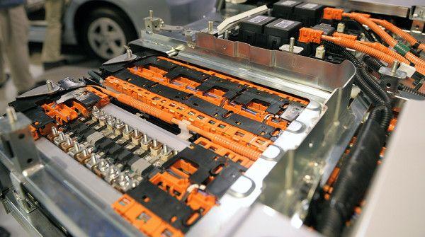 Allo studio la batteria organica: permetterà 5mila cicli di ricarica http://www.sapereweb.it/allo-studio-la-batteria-organica-permettera-5mila-cicli-di-ricarica/         (Foto: Getty Images)  Ci sono acqua e composti organici all'origine delle batterie allo studio degli scienziati dell'University of Southern California. Lo scopo della ricerca era quello di trovare un metodo di stoccaggio dell'energia su larga scala e alternativo...