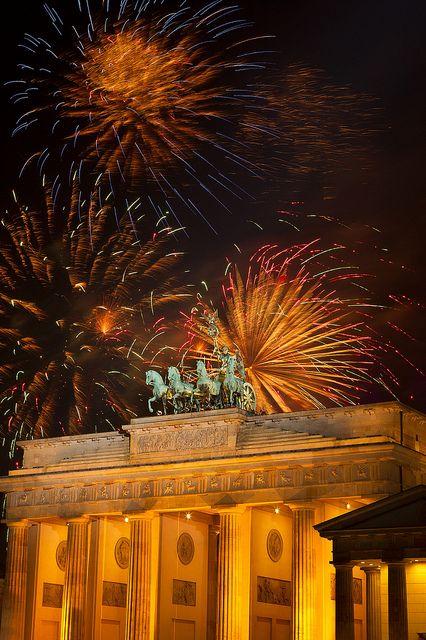 Silvester am Brandenburger Tor | New Year's Eve at Brandenburg Gate by visitBerlin, via Flickr © visitBerlin | Scholvien More information: visitBerlin.com