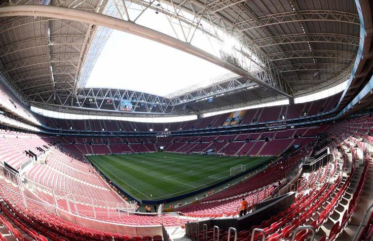 Turk Telekom Arena - Istanbul - 52652 places  Inauguré en 2011, le nouveau stade de Galatasray fait partie des plus modernes d'Europe. Et des plus chauds les soirs de match. Il a notamment accueilli la Coupe du monde des moins de 20 ans en 2013. (L'Equipe)