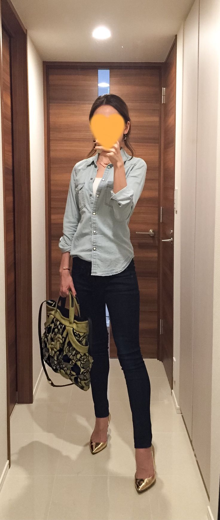 Denim shirt: American Eagle, Indigo denim: Rag&Bone, Bag: JAMIN PUECH, Gold pumps: J. Crew
