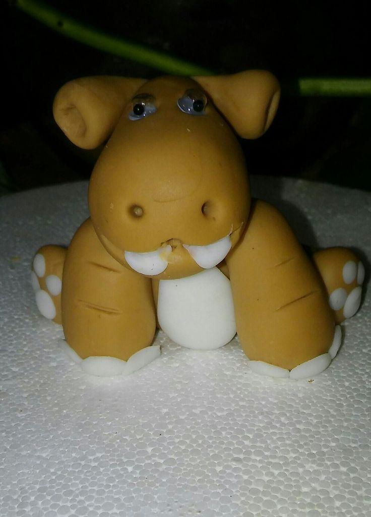 Hipopótamo bebe