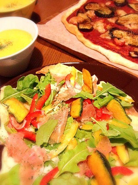 息子の誕生日(^O^☆♪ なので、3年振りの手作りピザ! - 71件のもぐもぐ - サラダピザ&なすとトマトのピザ by ♬aico