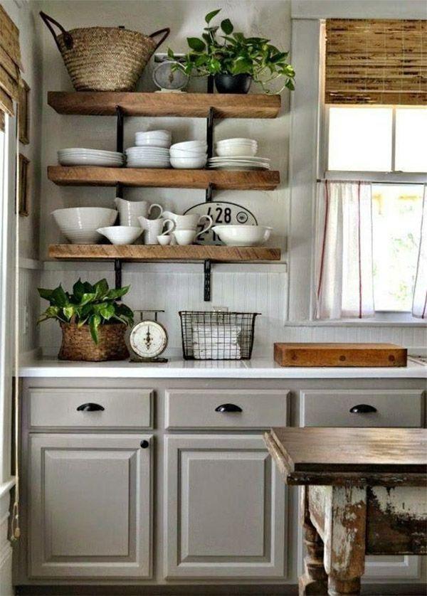 Suas louças também podem fazer parte da decoração! Deixe-as expostas em prateleiras e ganhe uma cozinha decorada e super charmosa!
