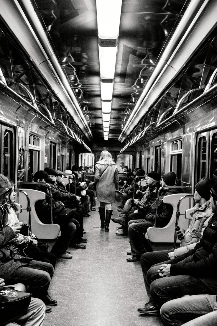 photography in metro metro street photo metropoliten white and black girl lady hat people russia moscow метро вагон в метро метрополитен фотограф москва нижний новгород чб черно-белая фотография фото