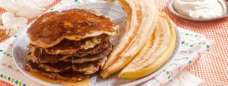 Pancakes με βρώμη, γιαούρτι και μπανάνα